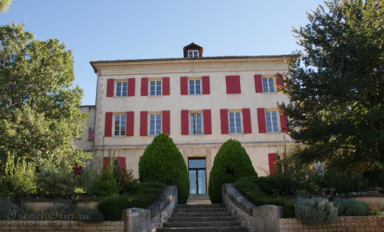 Aix-en-Provence historical routes around Simiane-Collongue