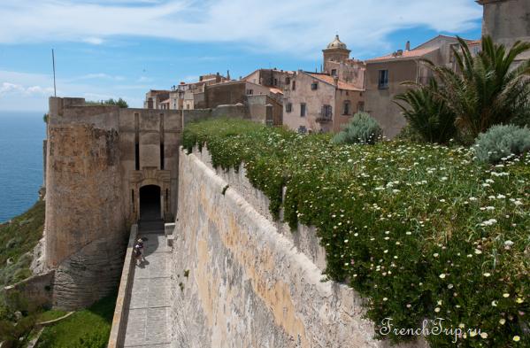 Bastion de l Etendard bonifacio Генуэзские ворота, Бонифачо