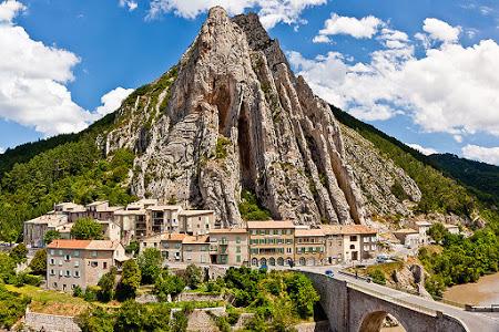 Castellane (Кастеллан), Вердонское ущелье (Gorges du Verdon), Прованс, Франция - Villages et cités de caractère