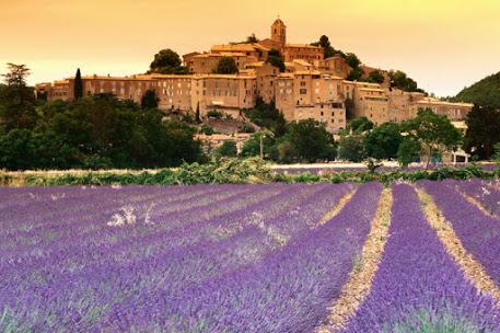 Lourmarin, Прованс, Франция - достопримечательности, путеводитель. Что посмотреть - Лурмарен - самые красивые городки Прованса. Окрестности Авиньона. Карта.