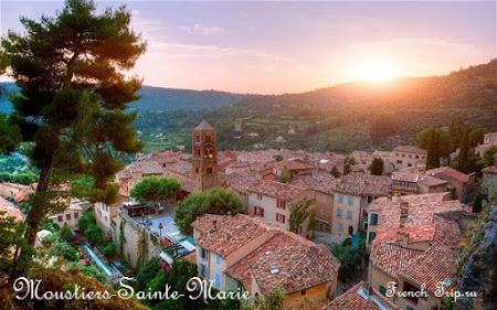 Moustiers-Sainte-Marie, Вердонское ущелье (Gorges du Verdon), Прованс, Франция - Villages et cités de caractère