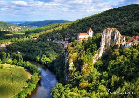 Village of Saint-Cirq-Lapopie, Lot, Midi-Pyrenees, France.