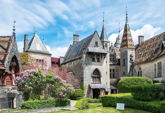 Chateau de la Rochepot, Бургундия, Франция - замки Бургундии, достопримечательности Бургундии, что посмотреть в Бургундии, путеводитель по Бургундии