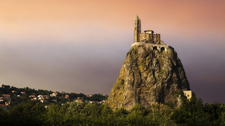 Достопримечательности Ле Пюи ан Веле Le Puy-en-Velay, Овернь, Франция Le Puy-en-Velay (Ле-Пюи-ан-Веле)