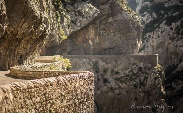 Gorges de Galamus - Топ-10 мест в регионе Лангедок-Русильон (Languedoc-Roussillon), Франция: самые красивые города и деревеньки в Лангедок-Русийоне. Что обязательно посмотреть.