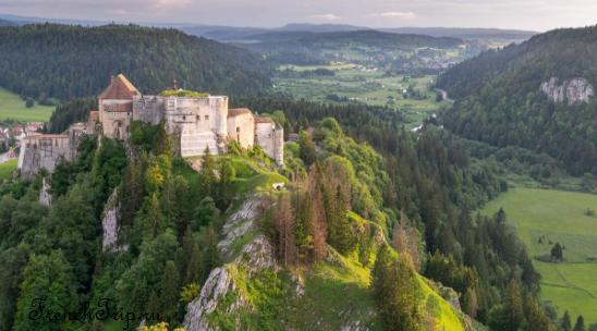 Château de Joux (замок Жу), Понтарлье, Франция - фото, история. Посетить замок Жу: как добраться, время работы, билеты, фото. Путеводитель по замкам Франции