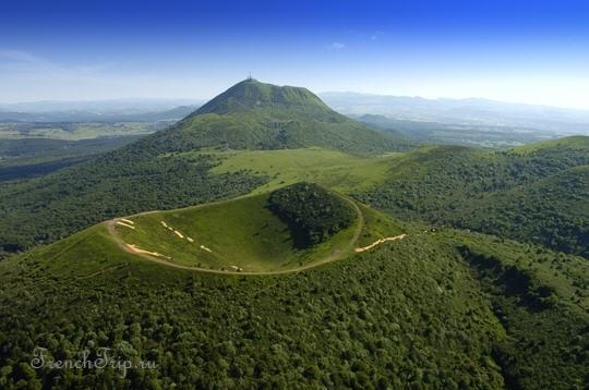Parc des Volcans d'Auvergne (Парк вулканов Оверни) Вулкан Puy de Pariou (Парк вулканов Оверни)