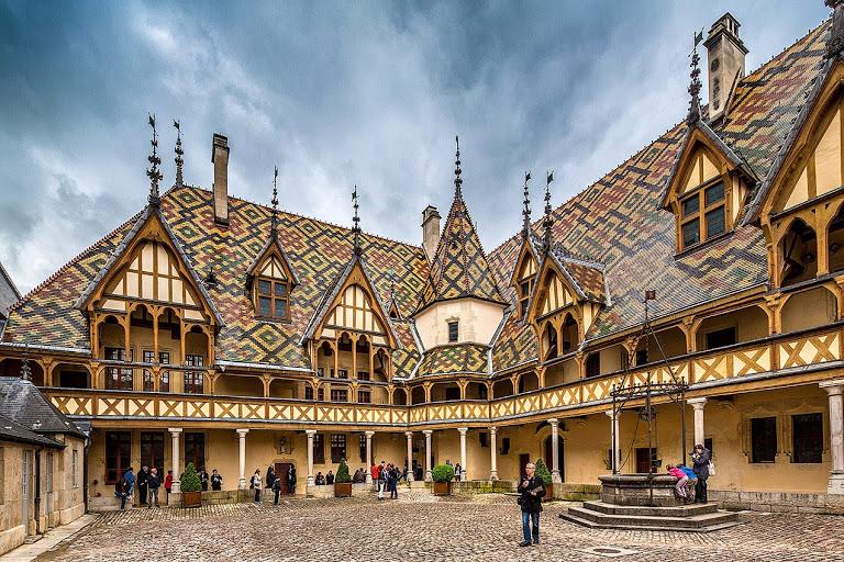 Hôtel-Dieu de Beaune Beaune (Бон), Бургундия, Франция - достопримечательности, путеводитель по городу, Hôtel-Dieu de Beaune