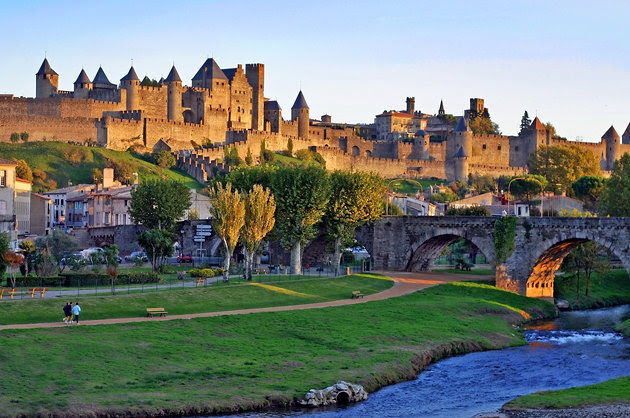 Город-крепость Каркасон - достопримечательности региона Languedoc-Roussillon (Лангедок-Русийон)
