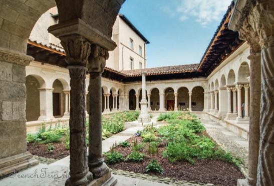 Достопримечательности Вбена, туристический маршрут по городу Вьен - Клуатр церкви