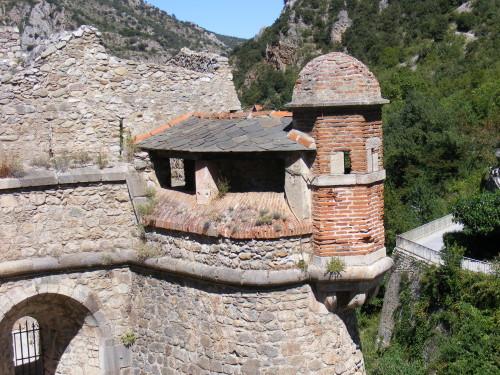 Villefranche-de-Conflent - самые красивые деревни Франции, достопримечательности из списка ЮНЕСКО, укрепления Вобана