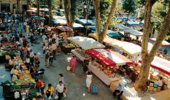 Рынок в Сен-Реми, провансальские рынки, рынки в Провансе, Saint-Rémy-de-Provence (Сен-Реми-де-Прованс), Франция - достопримечательности Сен-Реми, Гланум,, путеводитель по городу СЕн-Реми. Что посмотреть в Сен-Реми, Ван Гог в Сен-Реми, Saint Paul de Mausole