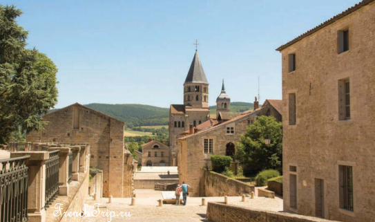 Cluny (Клюни), аббатство Клюни, Бургнудия, Франция - путеводитель по городу. Как добраться: расписание, цены. Что посмотреть - церковь Клюни, музей. Фото