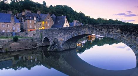 Dinan (Динан) - небольшой живописный городок в 12 тыс. жителей, расположенный в Бретани