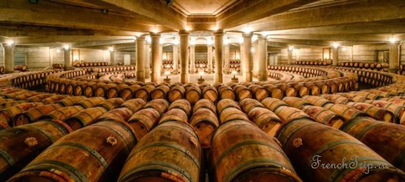 Medoc AOC vineyards - виноградники Медок - Château Lafite-Rothschild cellars
