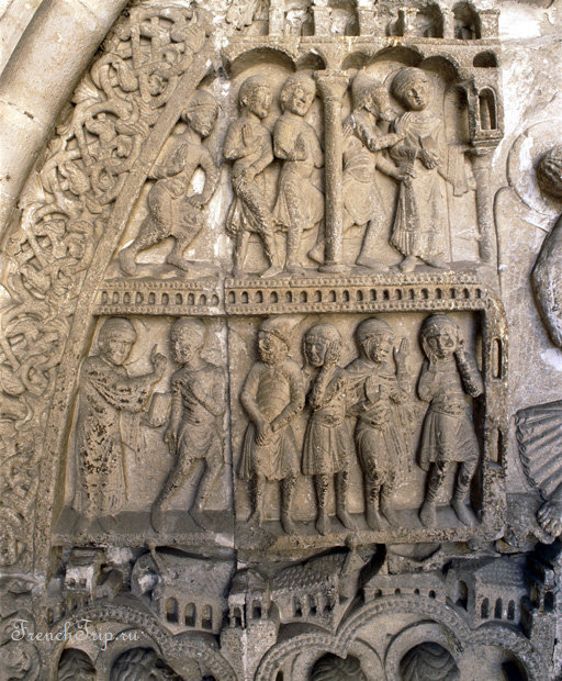 Cahor cathedral roman sculptures