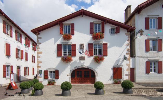Ainhoa (Эноа), Франция - достопримечательности, путеводитель. Самые красивые города и деревни Франции.
