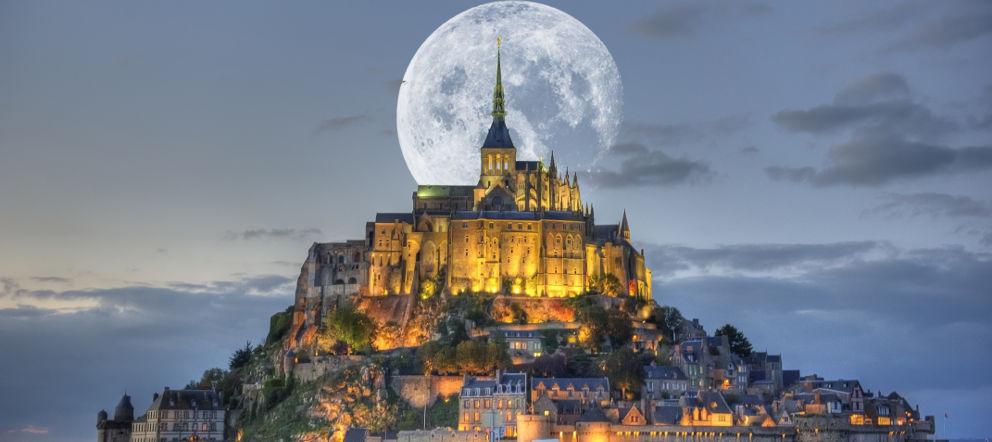 Нормандия, достопримечательности - путеводитель - что посмотреть в Нормандии, аббатство Мон Сен МИшель, mont-st-michel-et-lune - аббатство Мон Сен МИшель, Франция