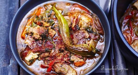 Axoa de veau - Баскская кухня, традиционные6 блюда Биаррица, Байонны, юго-западной Франции