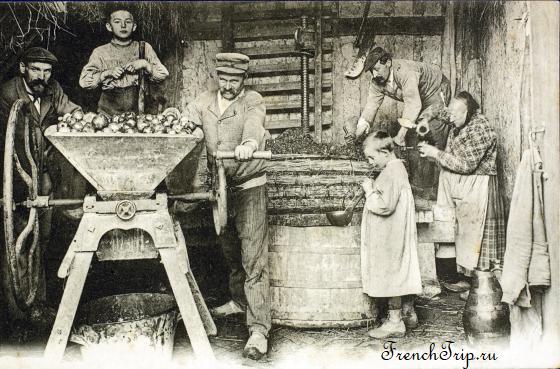 Бретонская семья изготавливает сидр, фото ок. 1900 года