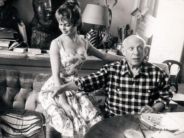 Brigitte Bardot et Pablo Picasso dans atelier de la villa Californie a Cannes