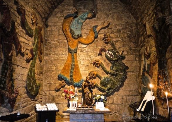 Sainte Enimie_walking tour_map_travel guide_ceramic in church