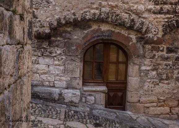 Sainte Enimie_walking tour_map_travel guide_door