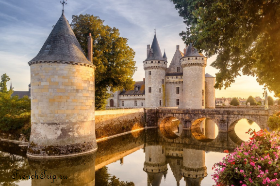 Château de Sully-sur-Loire, Loiret, France Loire castles 9
