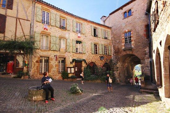 Cordes-sur-Ciel bastide город бастида Корд сур Сьель