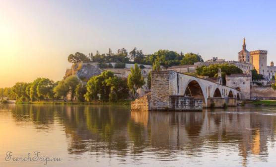 Avignon - Достопримечательности Авиньона - Avignon walls - Укрепления Авиньона, Ворота Авиньона - from river